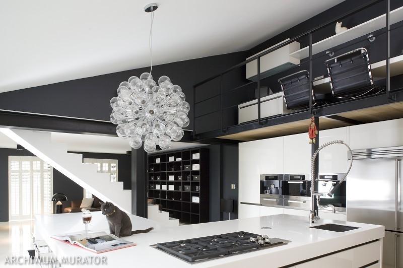 Designerskie oświetlenie w kuchni otwartej