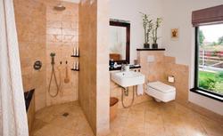 Jak zaprojektować kuchnię i łazienkę, z której korzystają osoby starsze i niepełnosprawne