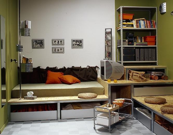Sypialnia, salon, miejsce do nauki. Wszystko w pokoju nastolatka łączy pomysłowy podest
