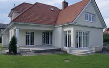 Zabezpieczenie domu jednorodzinnego: w jaki sposób uchronić dom przed pożarem i włamaniem