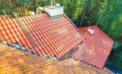 Wymiana pokrycia dachowego. Nowy dach na starym domu
