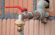 Przyłącze wodociągowe - kto ponosi koszty instalacji urządzeń i jak dopełnić formalności?