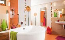 Pomarańczowa łazienka w kwiatach - pomysł na aranżację łazienki