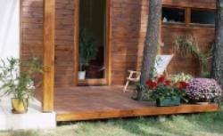 Najlepsze deski na taras. Wybierz drewno na taras i poznaj zasady montażu desek tarasowych