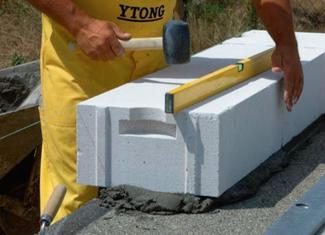 Zaprawy murarskie: murowanie ściany z betonu komórkowego