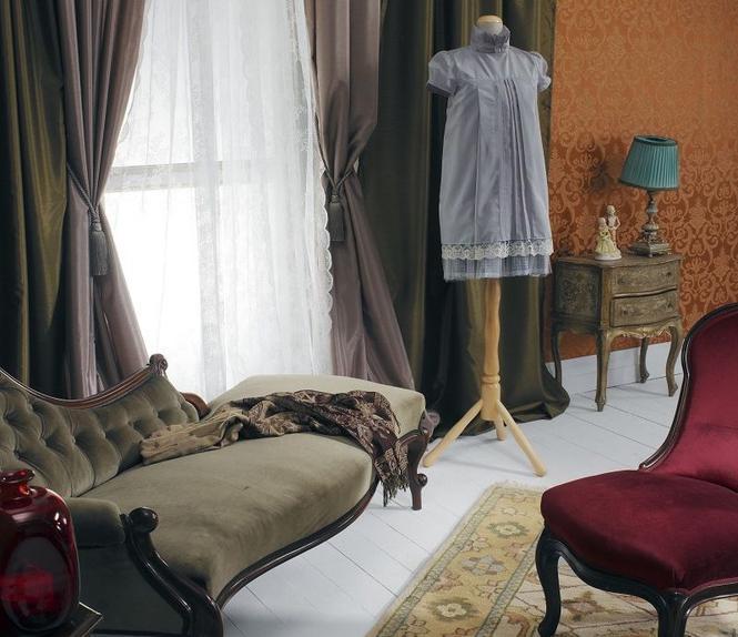 Ściany w klasycznym salonie - jaka dekoracja wnętrz? Tkaniny czy tapety?