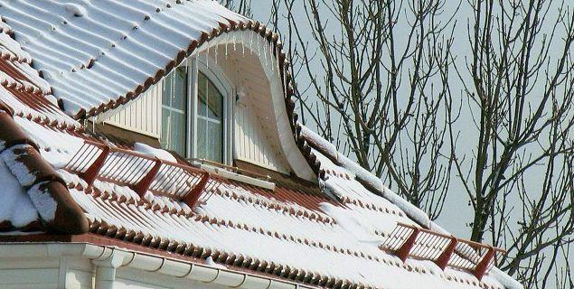 Płotki przeciwśniegowe. Po co na dachu płotki przeciwśnieżne?