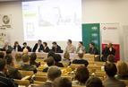 <p>Po ogłoszeniu wyników odbył się panel dyskusyjny z udziałem sędziów. Od lewej: Piotr Bartoszewski (NFOŚiGW), red. Anna Kamińska (MURATOR), Anna Żyła (BOŚ), arch. Jerzy Szczepanik-Dzikowski (JEMS), red. Anna Wrońska (MURATOR), Robert Kilen, arch. Piotr Jurkiewicz (DJiO), dr inż. Szymon Firląg (NAPE), Dariusz Koc (KAPE), arch. Henryk Łaguna (MAAS).</p>
